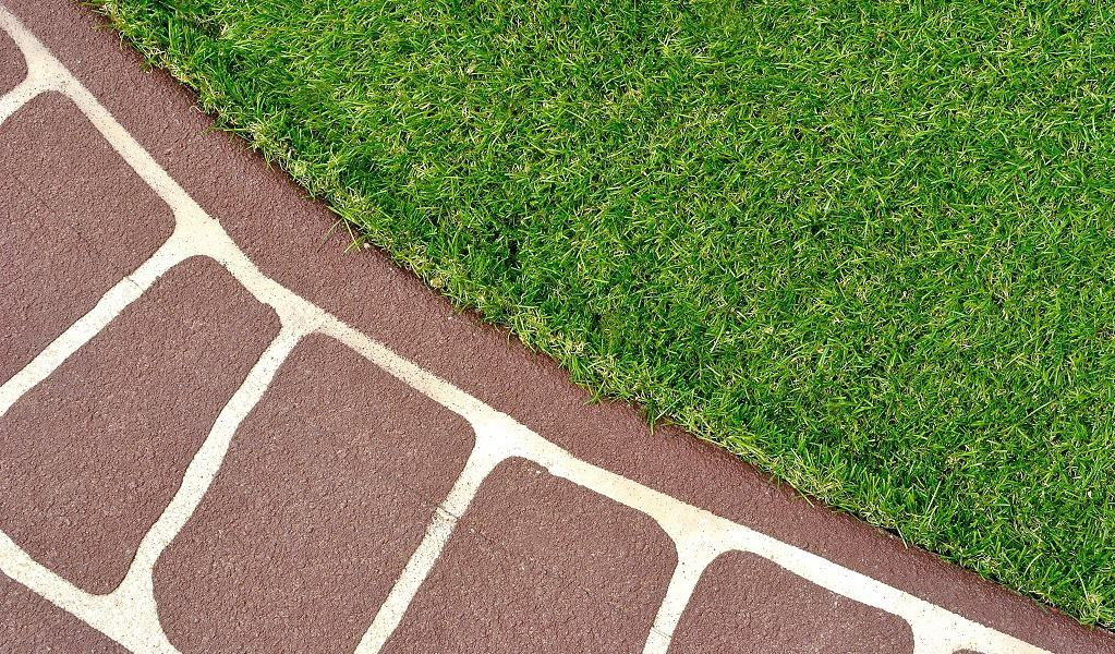 How To Choose the Best Grass Mat and Create an Elegant Lawn with Minimum Efforts